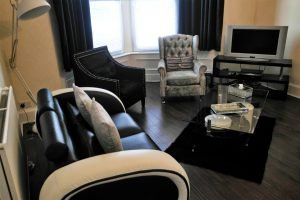 Robert The Bruce Apartment Lounge